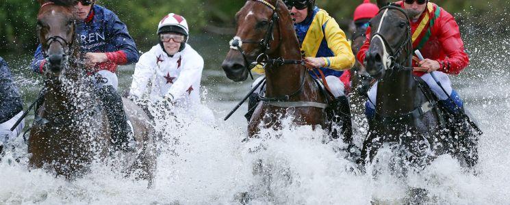 Das spektakulärste Rennen des 5. Renntages: Die Seejagd. (Foto: galoppfoto.de)