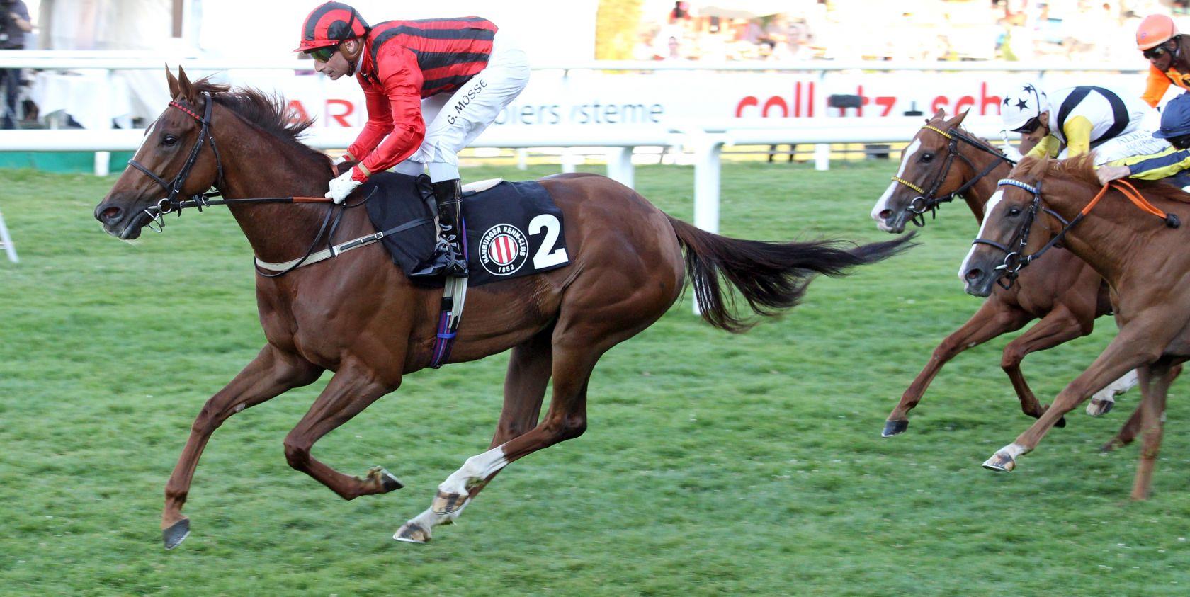IndianBlessingmit Gerald Mosse gewinnt den Sparkasse Holstein Cup. (Copyright: Frank Sorge)