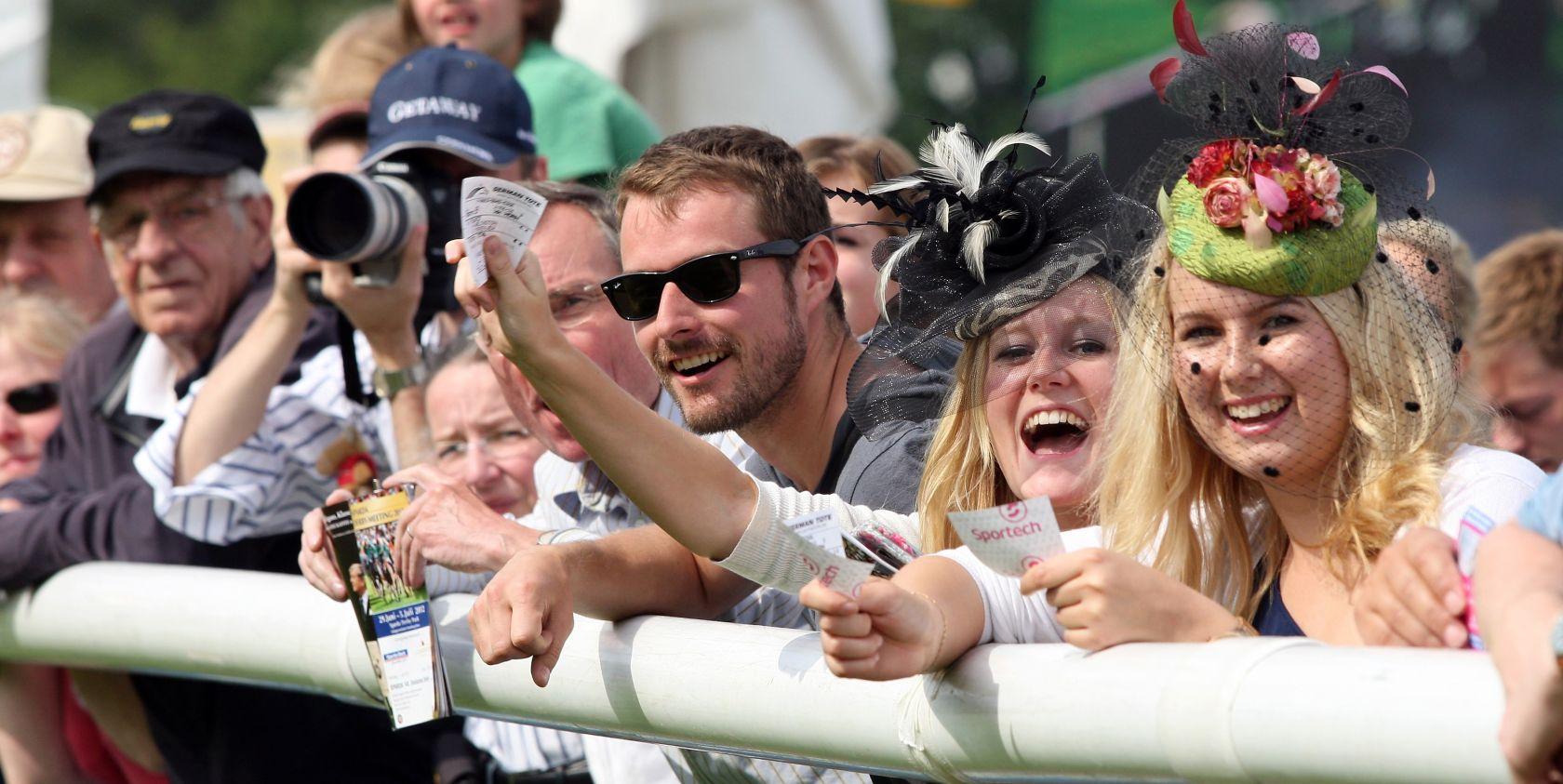 Spannung und tolle Gewinnmöglichkeiten gibt es beim Wetten auf die Pferderennen. Copyright: galoppfoto.de