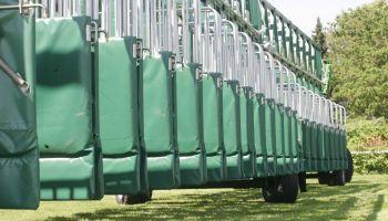 Vom 10. - 12. Juli öffnen sich die Boxen der Startmaschine für das Derby-Meeting in Hamburg - Zuschauer sind nicht zugelassen. (Foto: Pegamo/ MB)